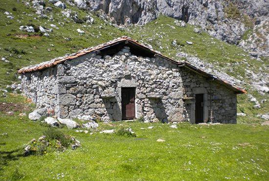 Actividad Senderismo, ruta del cares y más por Asturias con Cangas Aventura